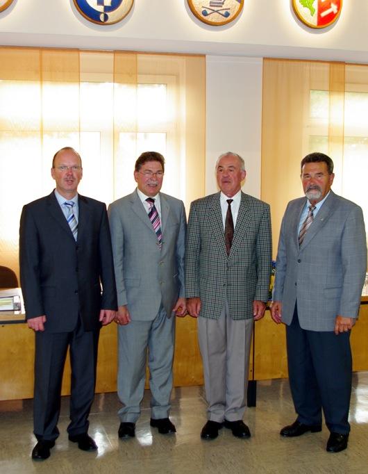 Gemeinsam mit Bürgermeister Johannsen und den Beigeordneten Hewer und Schäfer