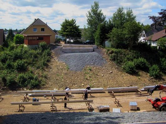 Montagearbeiten für die Brücke an der Gartenstraße